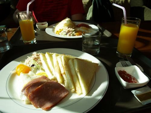 """Le seul type de """"petit dejeuner occidental"""" qu'on ai trouvé en Corée"""