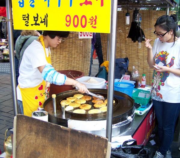 Stand de vente de galettes sucrées